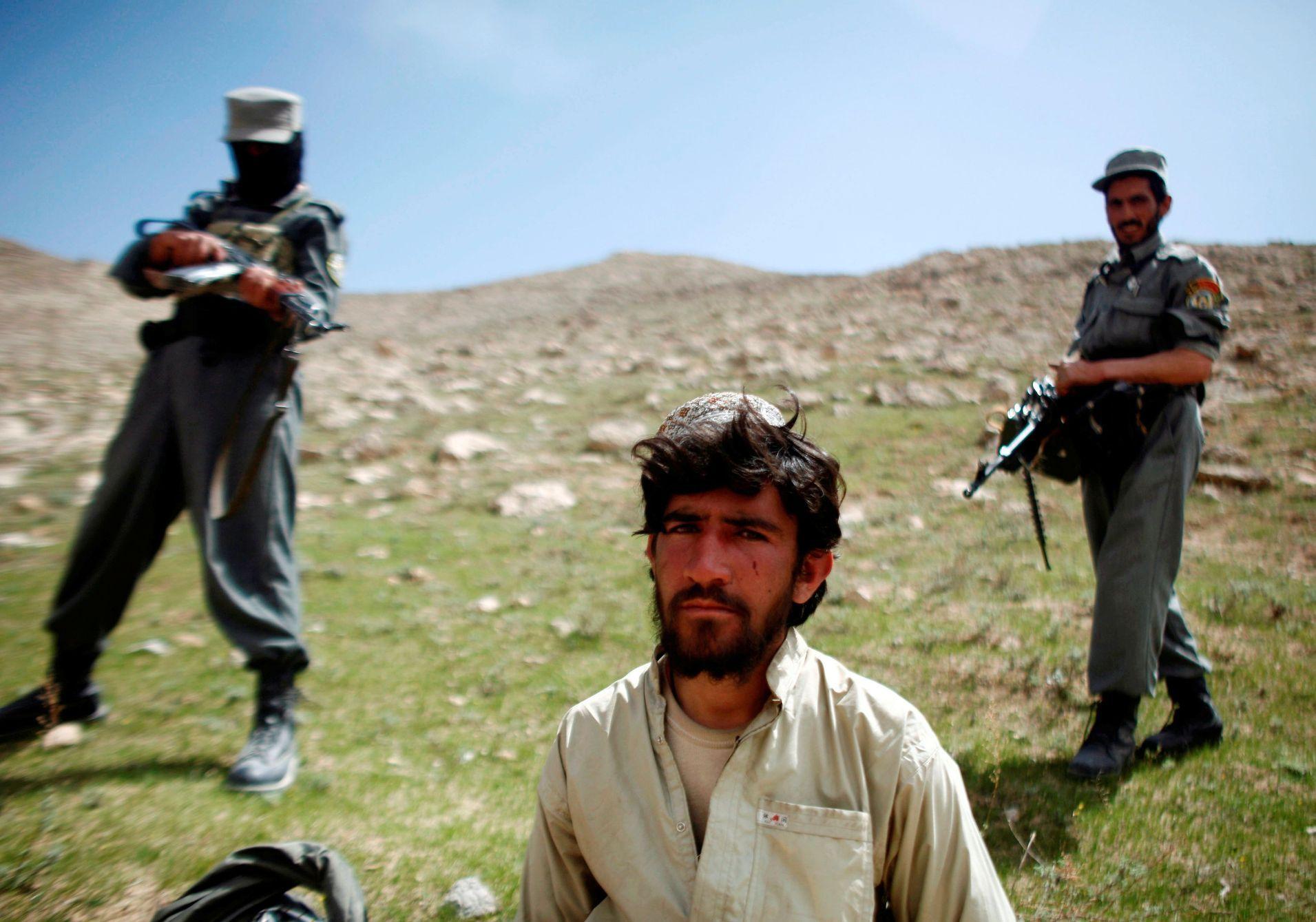 Varovné zprávy z Afghánistánu. Tálibán před odchodem NATO postupuje severem země