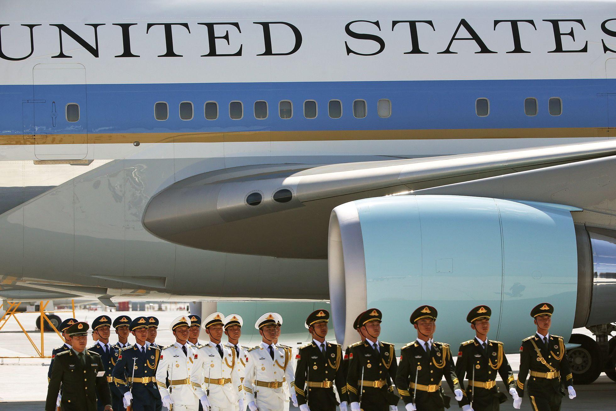 68513a0ffc5 Obamovi v Číně nepřistavili k letadlu schůdky. Je to naše země! křičel  čínský agent - Aktuálně.cz