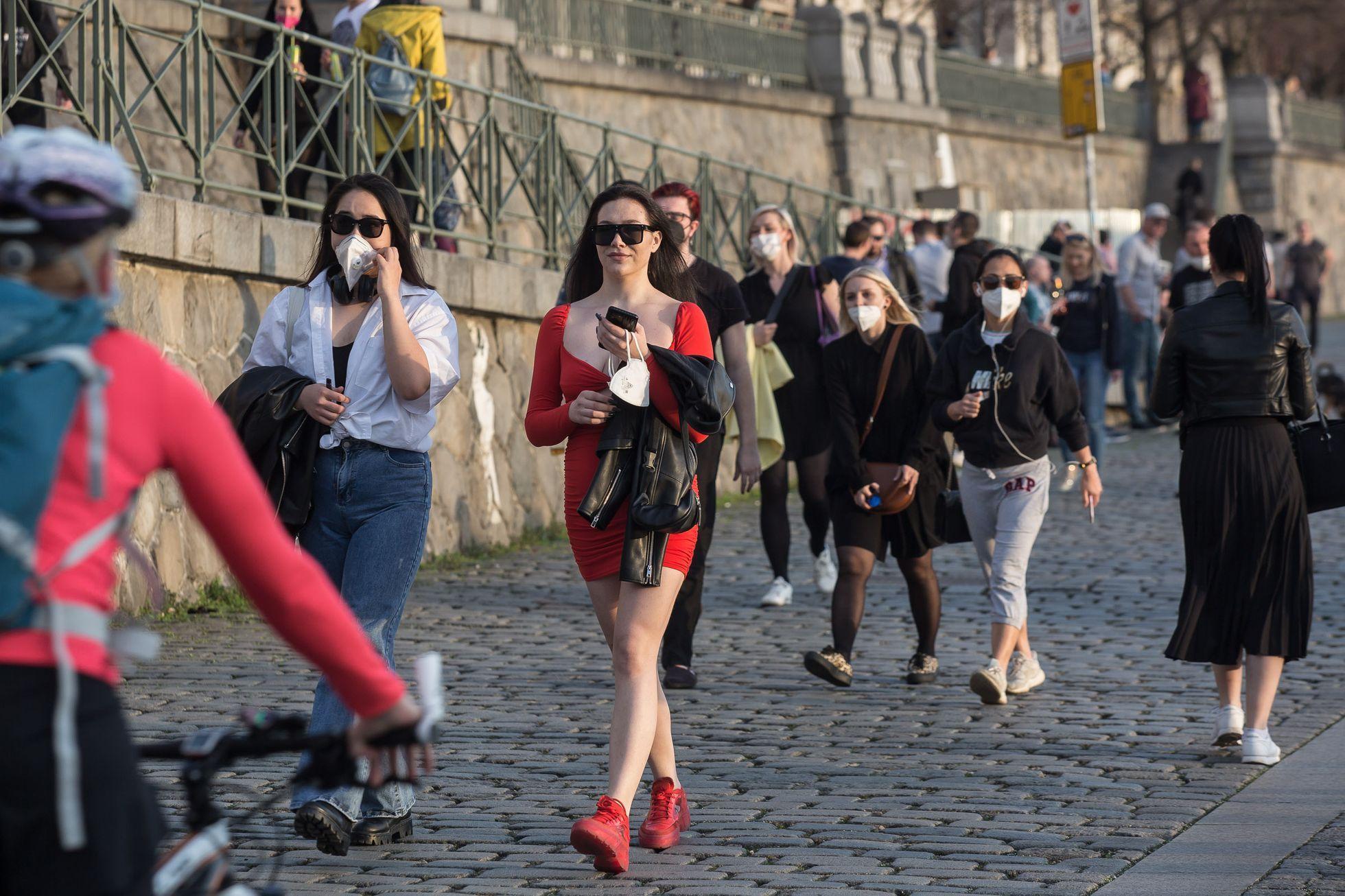 V Praze počty nakažených znovu stoupají. Dodržujte opatření, apelují hygienici