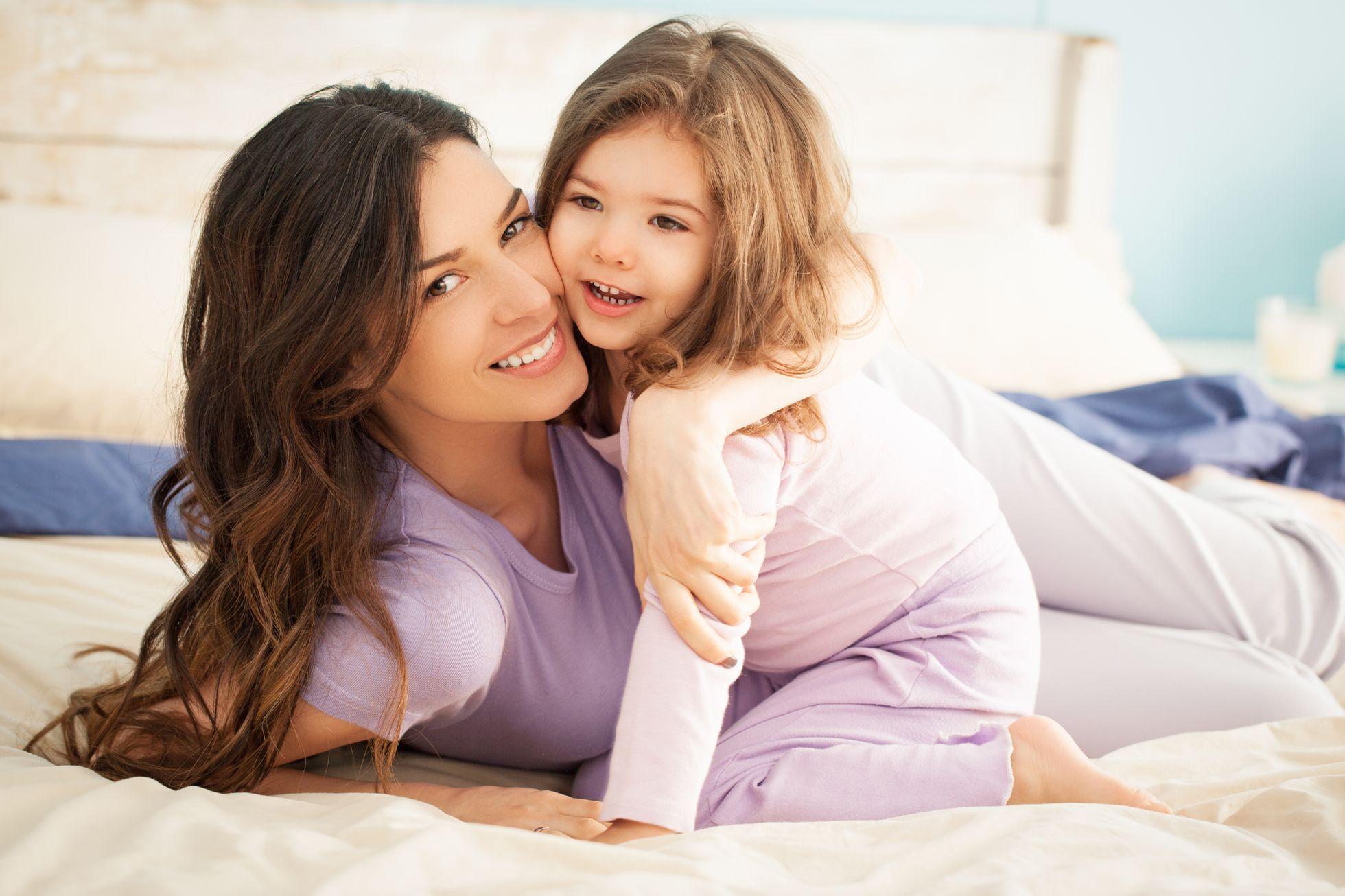 Девушка с дочерью фото
