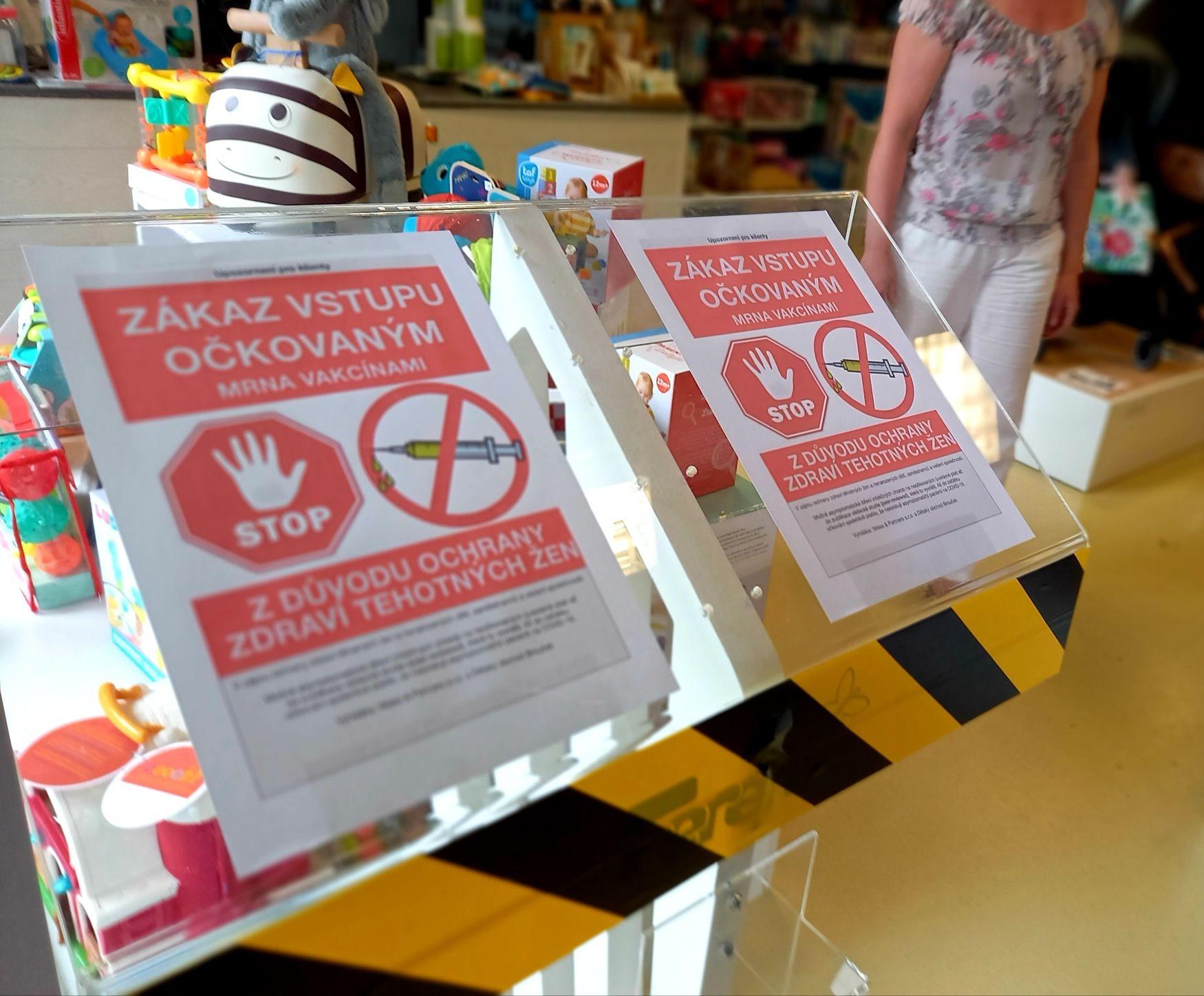 Obchod v Olomouci zakázal vstup očkovaným vakcínou proti covidu. Případ prověří ČOI