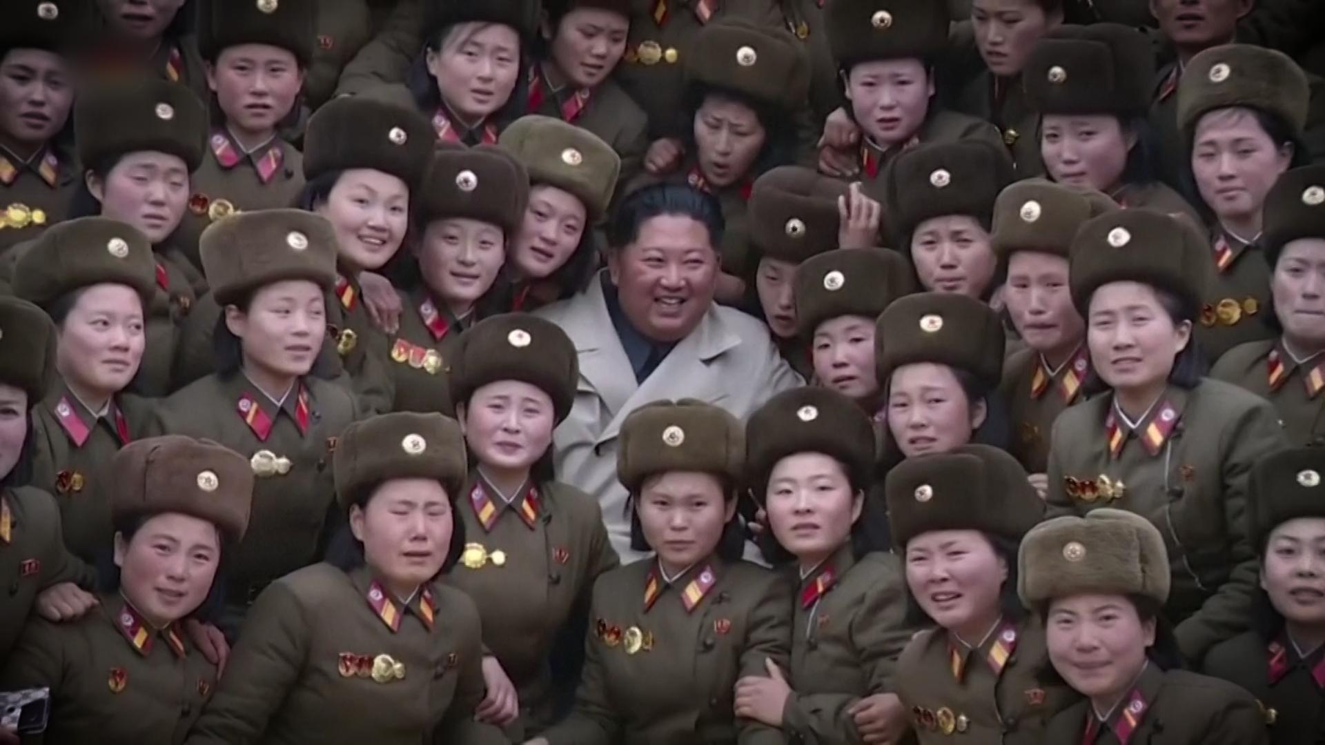 Kim v obležení mladých Severokorejek. Svědectví odkrývají znepokojivé detaily