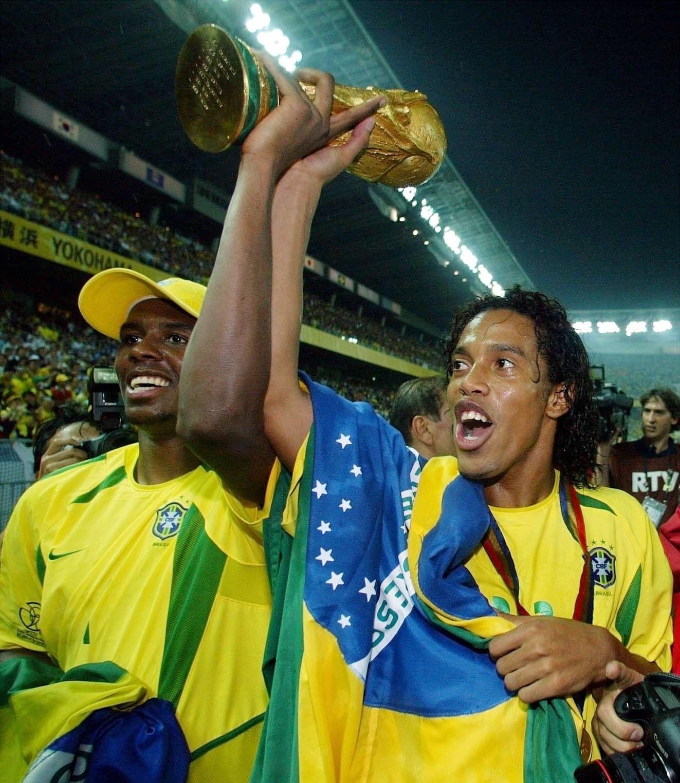 Bývalý nejlepší fotbalista světa Ronaldinho definitně ukončil kariéru