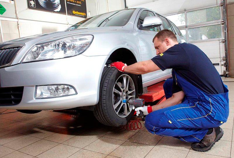 0b7b1576dacbf Řidiči s přezutím na zimní pneumatiky nepospíchají. O to déle si ale pak  počkají v servisu - Aktuálně.cz