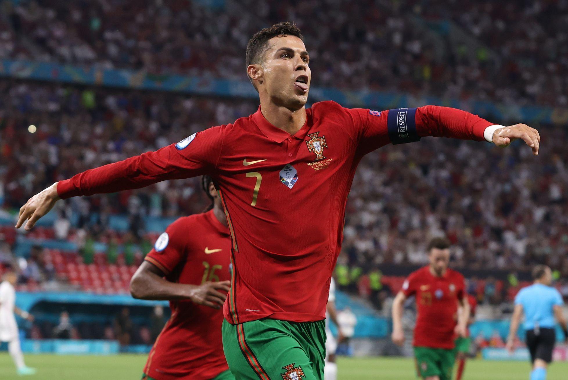 Ronaldo vyrovnal rekord Daeího, Portugalsko i díky jeho penaltám postupuje