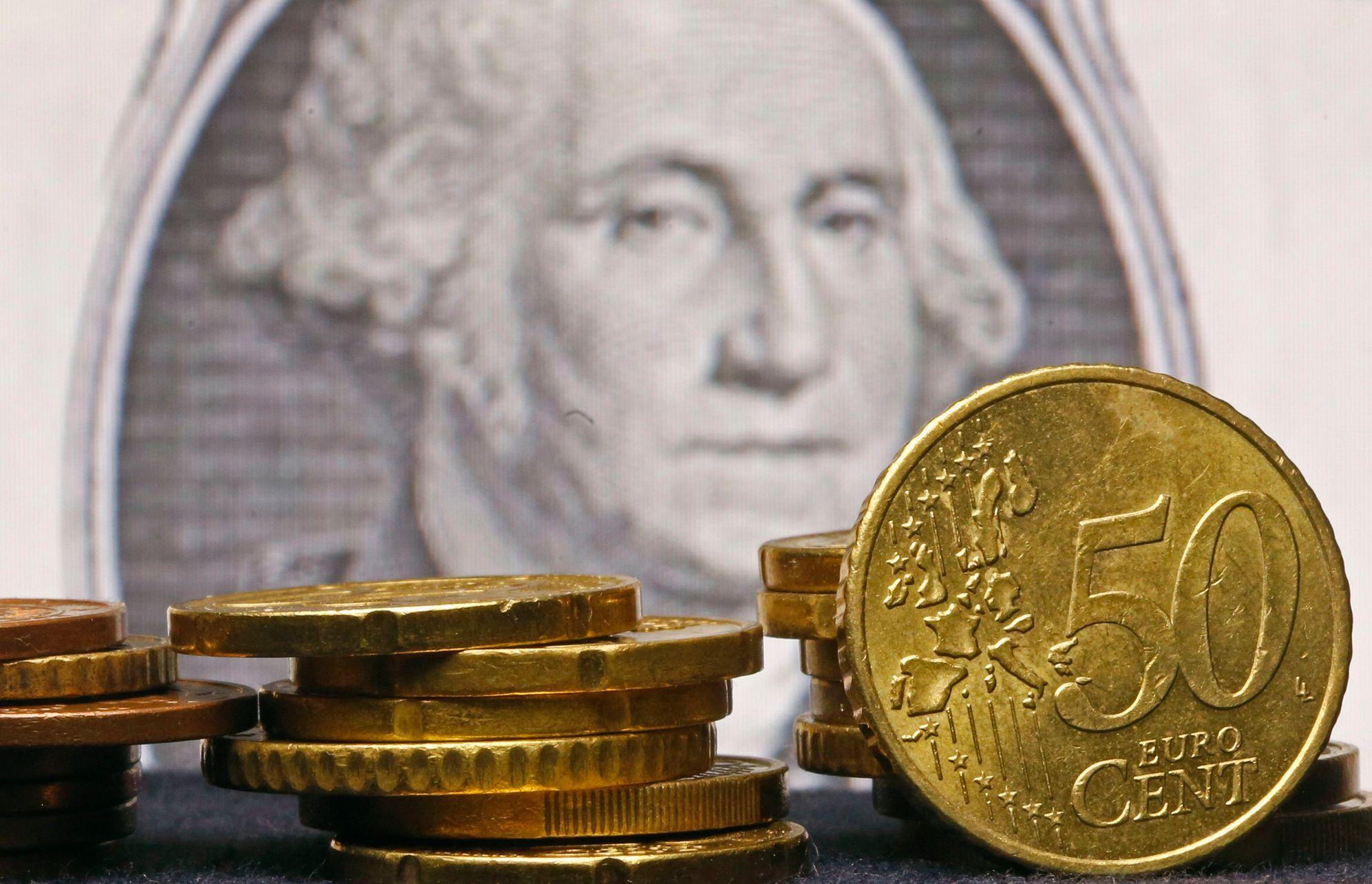 Kurz eura k dolaru klesl na nejnižší hodnotu od letošního ledna - Aktuálně.cz