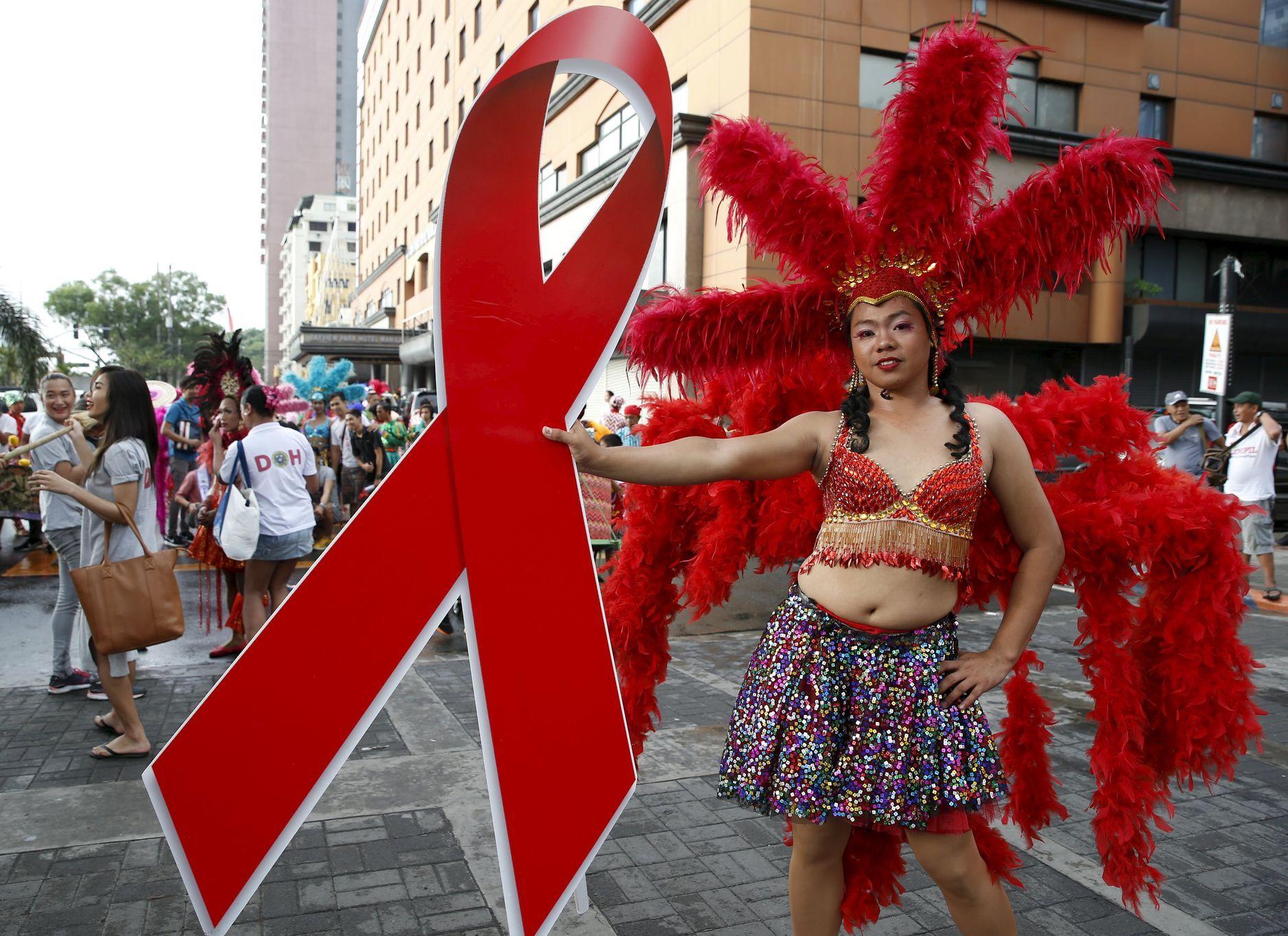 seznamka pro pacienty s AIDSco randí se starším mužem