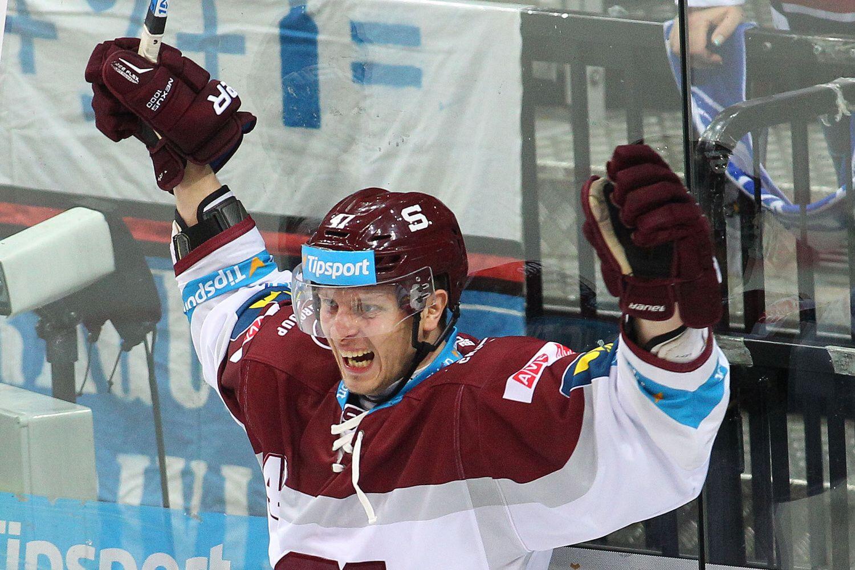 Konec dobrodružství, vyhlásil hokejový útočník Buchtele. Z KHL se vrací do Sparty