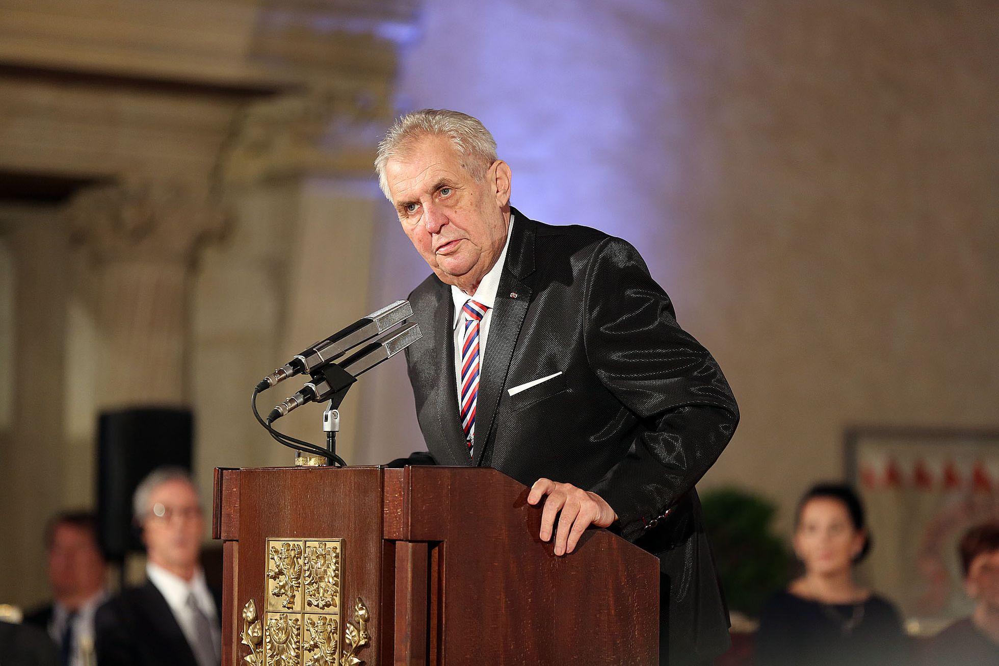 ŽIVĚ: Jak prezident Zeman pojme oslavy 28. října? Sledujte brífink mluvčího Ovčáčka