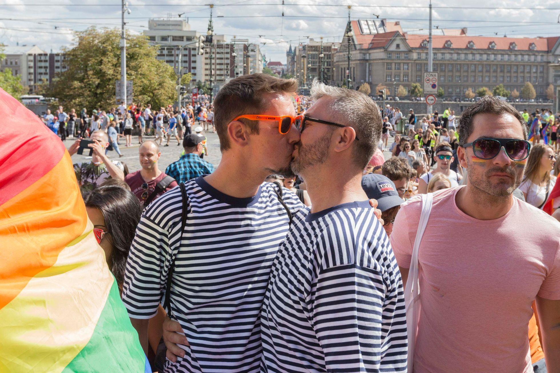 Dlouhý gay kohout