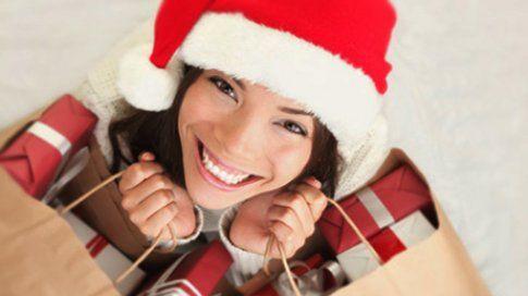 Vánoční dárky z pohodlí domova: tipy na originální e-shopy!