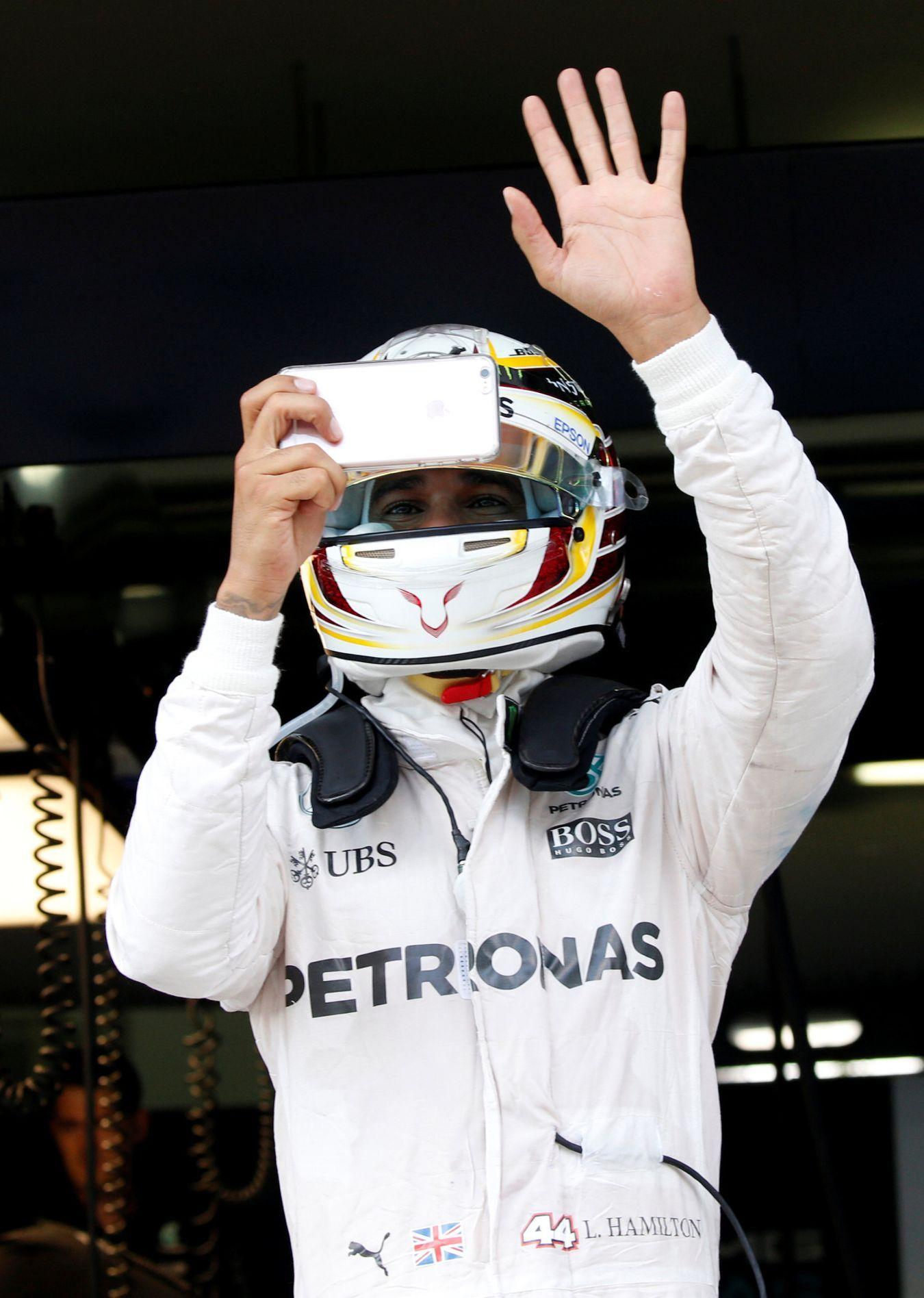 Tréninky formulí 1 v Brazílii ovládl Hamilton před Rosbergem - Aktuálně.cz c34655fcc6