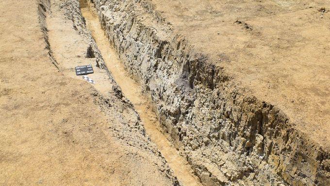 podle radiometrického datování meteoritů, jak stará je Země