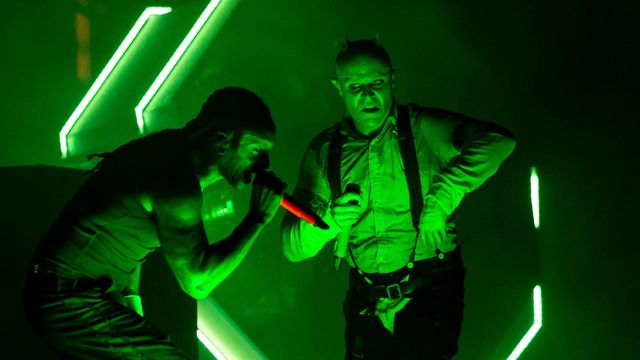 Keith Flint (vpravo) vloni s Prodigy vystoupil na festivalu Rock for People.