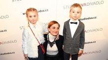 Které celebrity vychovávají dvojčata: Užívají si dvojitě radostí i starostí