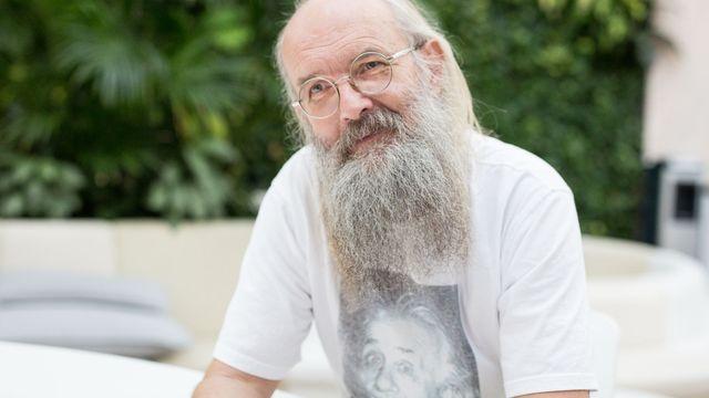 Jazykovědec Karel Oliva.