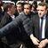 Macronův poradce, který zbil demonstranta, je ve vazbě. Francouzský prezident ho propustí