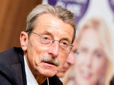 Živě: Hlavatý se vzdal mandátu, Jermanová dala Kalouskovi mikinu. Vláda podá demisi ve středu