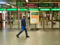 O víkendu se lidem opět uzavře stanice Muzeum na lince metra A