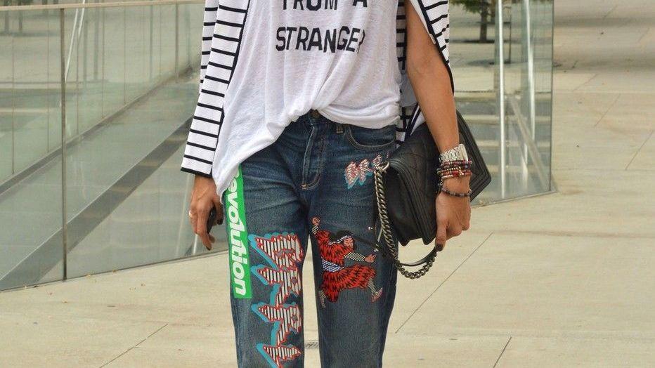 12ee91ee569 Co se nosí v metropolích módy  Džíny