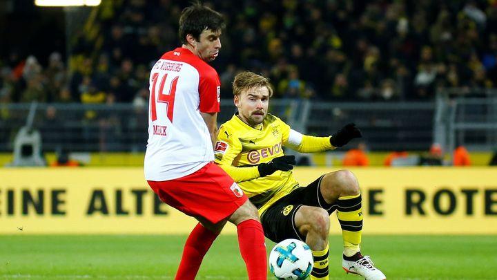 Záložník Morávek pomohl Augsburgu k cennému bodu za remízu s Dortmundem, nedohrál ale kvůli zranění