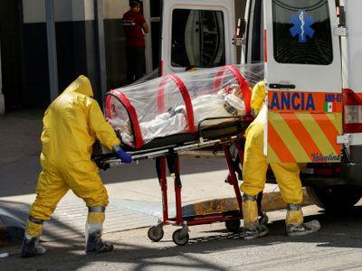 Počet úmrtí s covidem překonal hranici jednoho milionu, spočítala univerzita