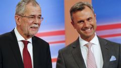 Rakousko volby Presidential candidates van der Bellen and Hofer react during a TV debate in Vienna