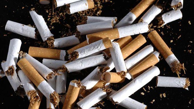 peter severní kouření těsný dospívající obrovský péro
