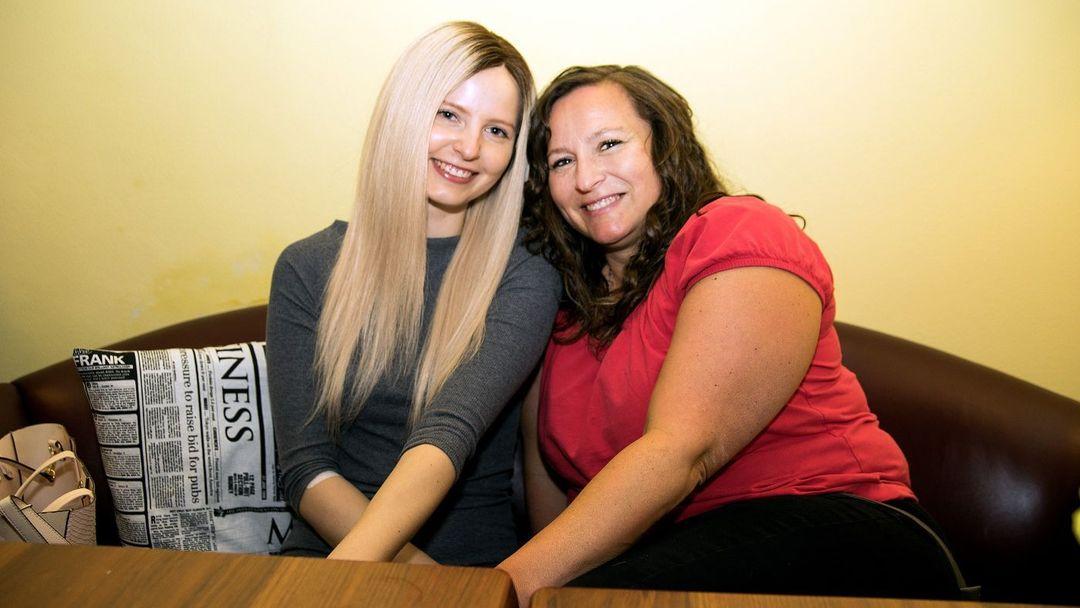 Příběh matky a dcery s rakovinou  Se ztrátou vlasů se vyrovnaly díky ... 54dfc2674d
