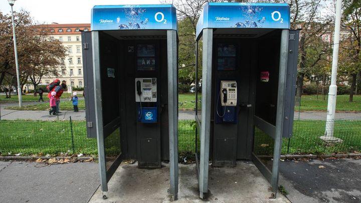 Na jednu telefonní budku přispěje stát až 9014 korun