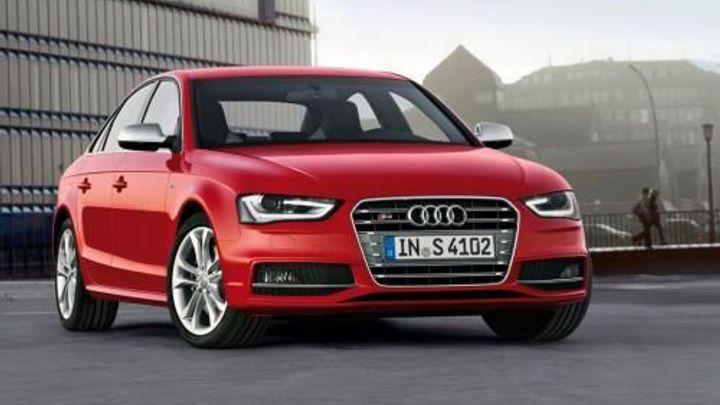 Audi svolává 850 tisíc vozů A4. Kvůli problémům s airbagy