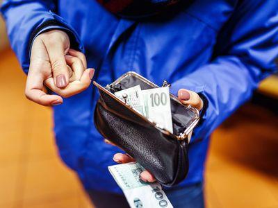 Víte, kdo schvaluje osobní bankrot nebo jak se platí důchody? Otestujte si finanční gramotnost