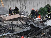 On-line: Ze zříceného mostu v Janově spadl i český kamion, řidič přežil. Obětí jsou desítky
