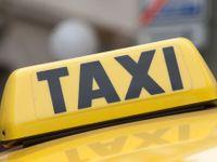 Policie pozatýkala taxikáře na Staroměstském náměstí, předražovali jízdy cizincům