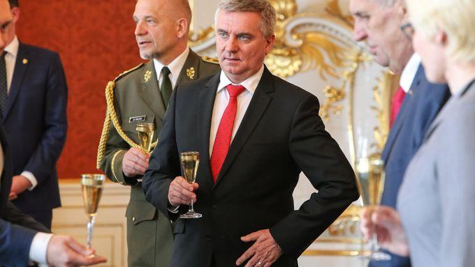 Tisková konference kancléře Vratislava Mynáře k pořádání oslav 28. října na Pražském hradě.