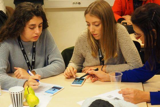 Žáci v rámci projektu vytvářeli vlastní mobilní aplikace.