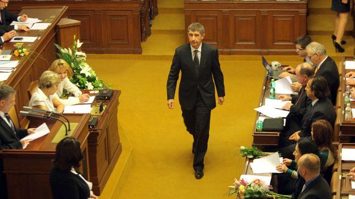 Dluhopisy za 674 miliard vládě neprošly, chyběli poslanci
