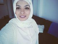 Pokud člověk pomáhá, je věřící, říká Alžířanka žijící v Česku. Uklidňuje spory mezi imigranty
