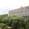 Hlavní výrobní budovou firmy Jawa je už desítky let tato hala. Takto vypadala ještě na jaře letošního roku.