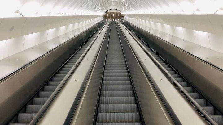 Sovětské eskalátory zmizely. Praha otevřela výstup z metra na Karlově náměstí
