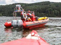 Na Slapech se potopila plachetnice, posádku s dětmi zachránila policie
