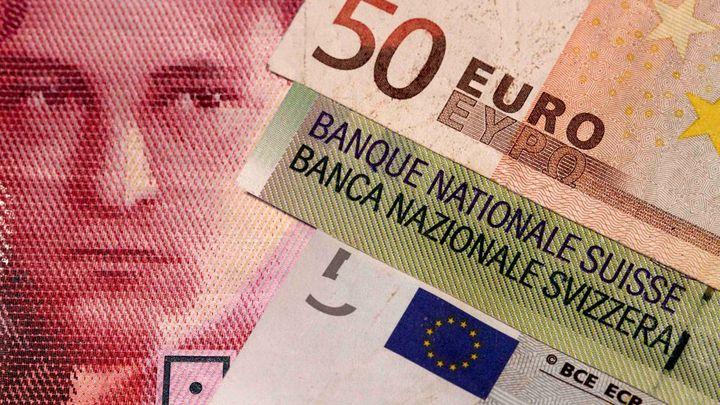 Brusel trestá bankovní giganty. Zaplatí přes 90 milionů eur