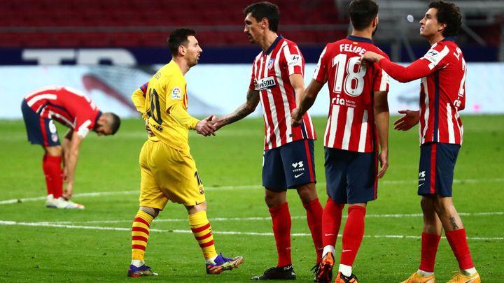Barcelona dál tápe, podlehla Atléticu. Vaclík vychytal Seville vítězství