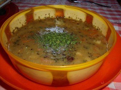 Výborná polévka k obědu. Udělejte si hustou bramboračku s vejci
