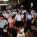 Vláda v Hongkongu dostala ultimátum, lidé v ulicích zpívají