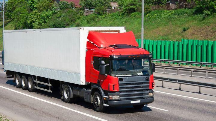 Zákaz předjíždění pro kamiony: Poslanci tlačí na omezení