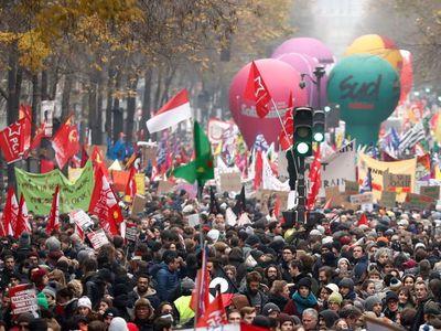 Přes 800 tisíc lidí protestovalo po celé Francii proti důchodové reformě