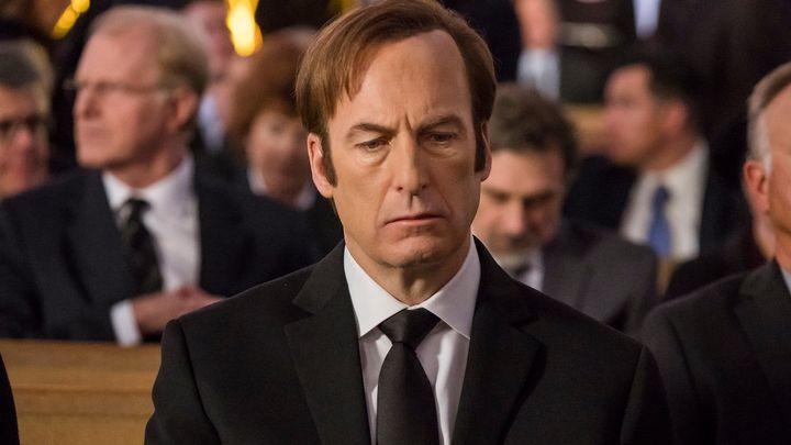 Nová řada seriálu Better Call Saul nabízí ještě více temnoty, blíží se Perníkovému tátovi