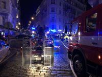 """""""Když jsme přijeli, lidé seděli v oknech,"""" popisuje hasič. Požár v hotelu nepřežili čtyři lidé"""