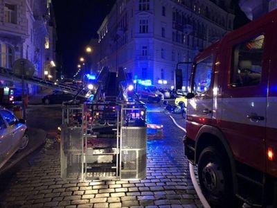 Hasiči ukončili zásah v hotelu v centru Prahy. Příčinu požáru vyšetřuje policie
